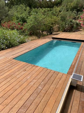 Motorisation solaire pour une ouverture et une fermeture sans effort de cette terrasse mobile DIBLUE