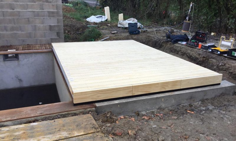 Terrasse mobile VIVALDI en lame de bois Accoya sur piscine
